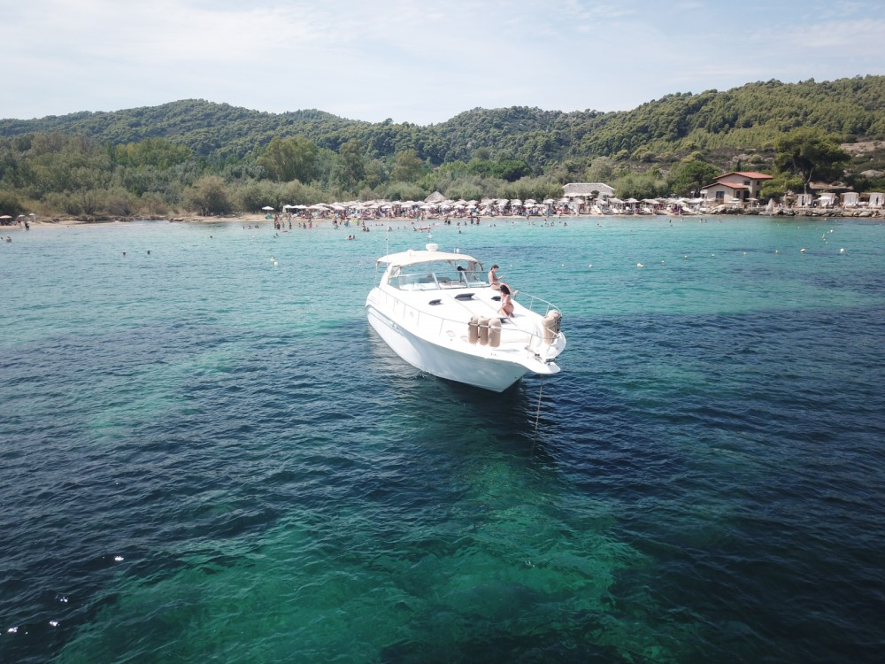 Huur een Sea Ray Sea Ray 450 Sundancer in Όρμος Παναγίας