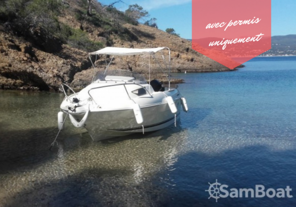 Bootverhuur Quicksilver Activ 470 Cabin (permis bateau obligatoire) in La Ciotat via SamBoat