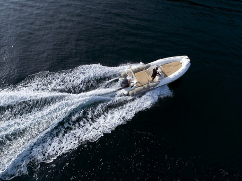 Bootverhuur Zodiac Medline 650 in Cannes via SamBoat