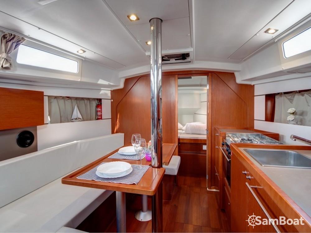 Bootverhuur Bénéteau Oceanis 35 Cruiser in Split via SamBoat