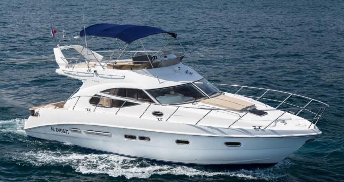 Verhuur Motorboot in Juan-les-Pins - Sealine F425