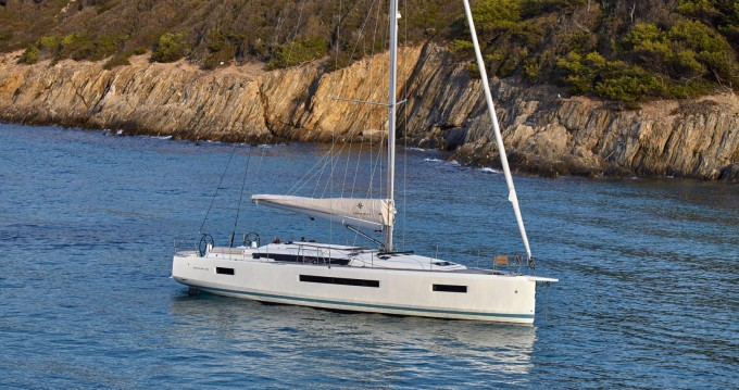 Huur een Jeanneau Sun Odyssey 490 in Volos