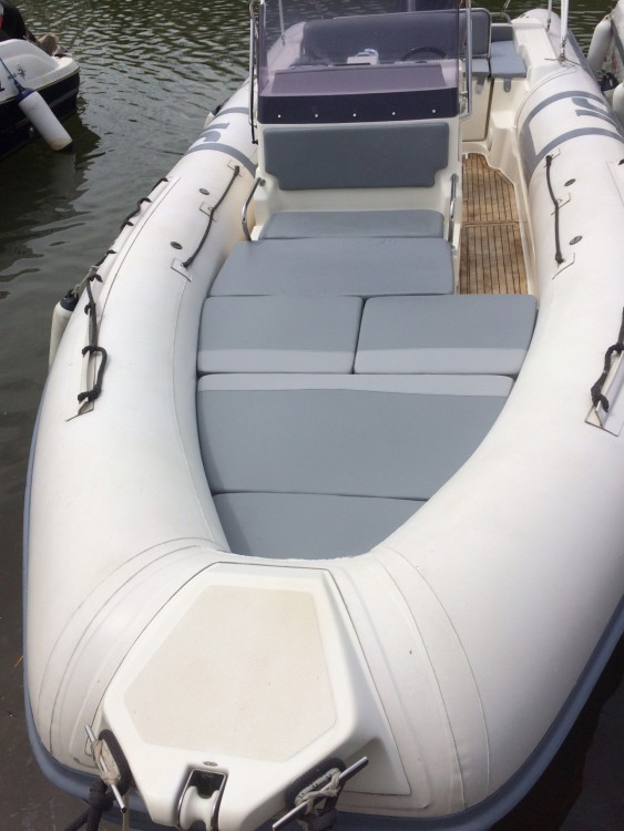 Rubberboot te huur in Hyères voor de beste prijs