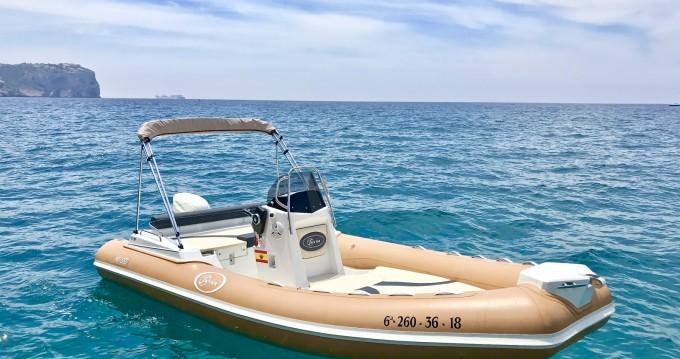 Verhuur Rubberboot SAVER 580 MG met vaarbewijs