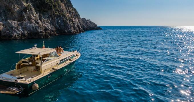 Jachthuur in Positano - Chris Craft Commander 31 via SamBoat