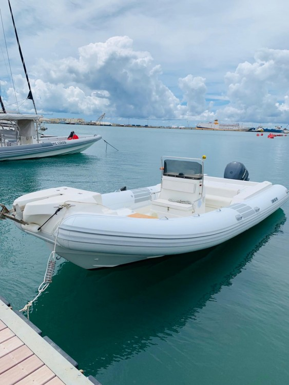Verhuur Rubberboot Master Gommoni met vaarbewijs