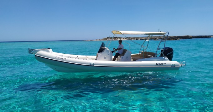 Bootverhuur Ibiza Town goedkoop Blackfin 8 Elegance