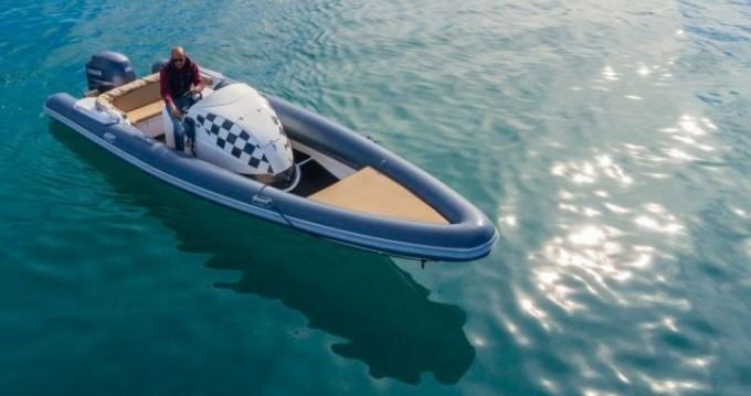 Rubberboot te huur in Lefkas Egremni voor de beste prijs