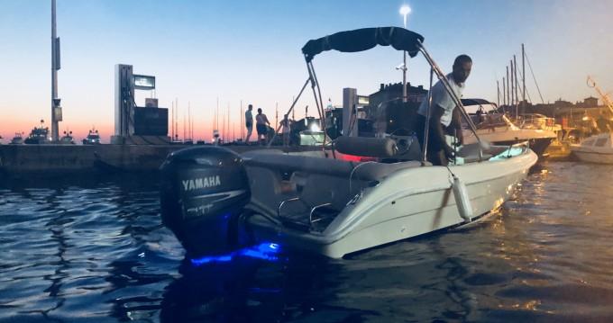 Verhuur Motorboot Coverline met vaarbewijs