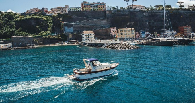 Huur Motorboot met of zonder schipper Di Luccia 28 in Piano di Sorrento