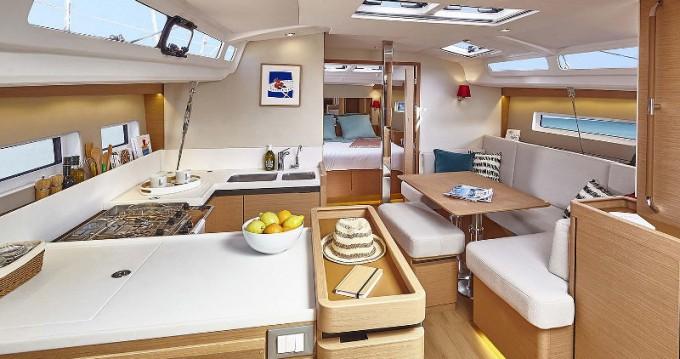 Bootverhuur Jeanneau Sun Odyssey 440 in Álimos via SamBoat