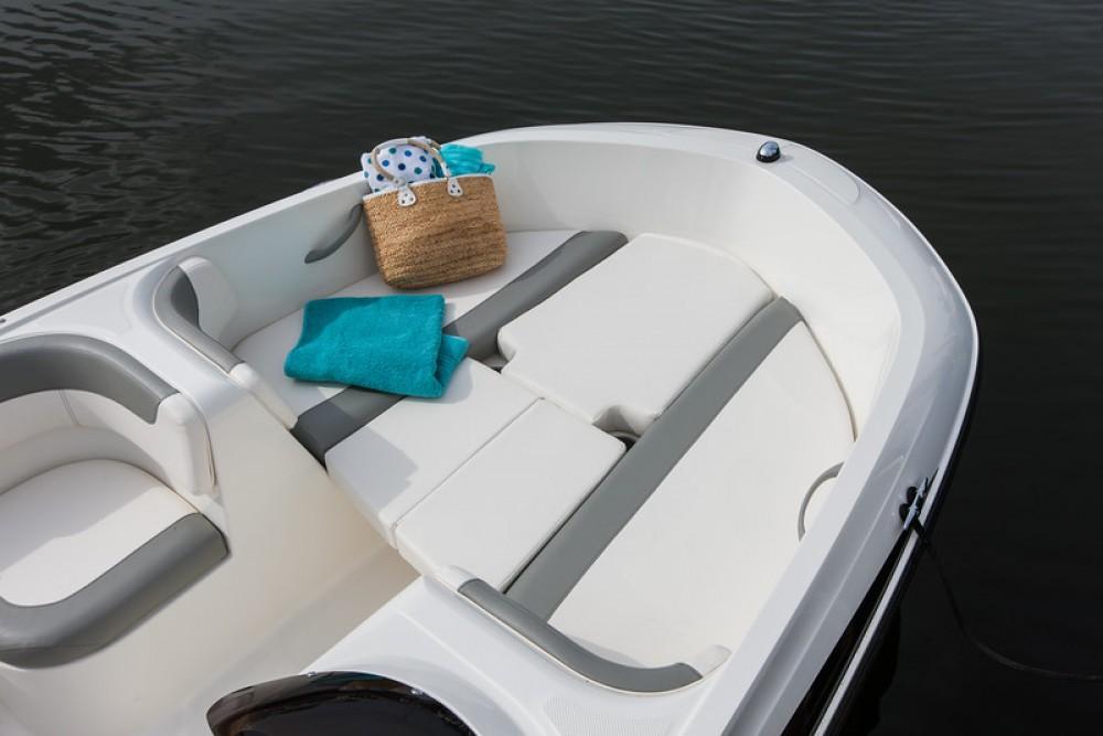 Verhuur Motorboot in Bormes-les-Mimosas - Bayliner E6