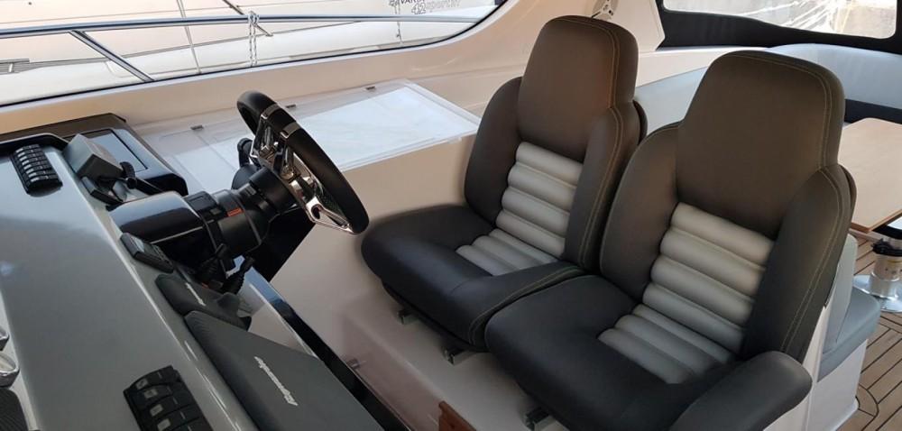 Verhuur Motorboot FOCUS MOTOR YACHT met vaarbewijs