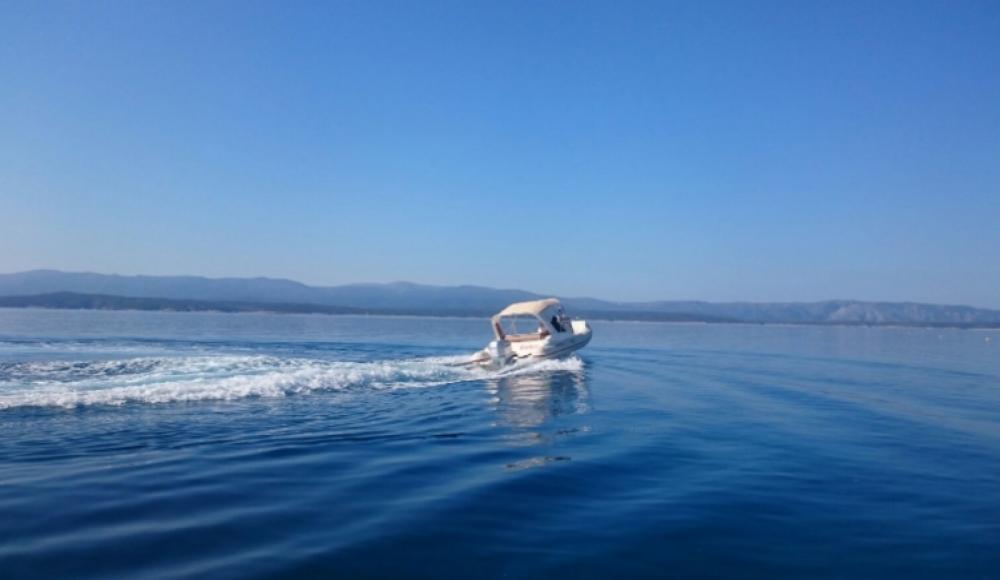 Bootverhuur Aquamax B 23  in Bol via SamBoat