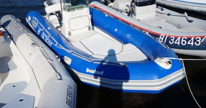 Verhuur Rubberboot Bombard met vaarbewijs