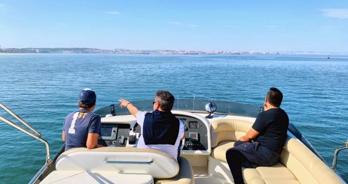 Huur Motorboot met of zonder schipper Azimut in Lisbon