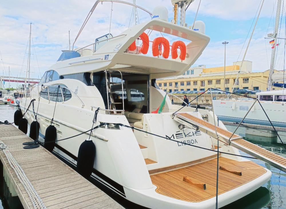 Huur Jacht met of zonder schipper Azimut in Lissabon