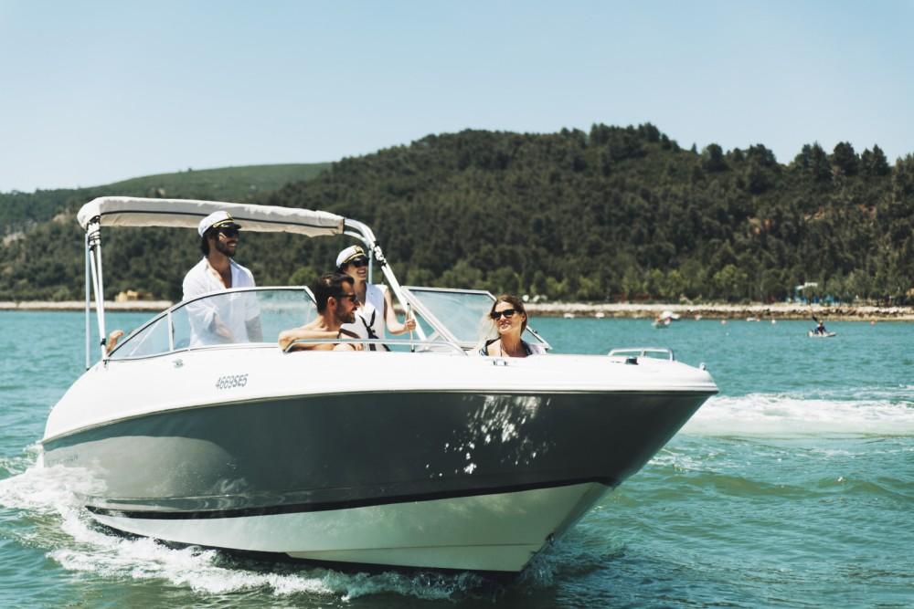 Huur een Bayliner Capri 2350 in