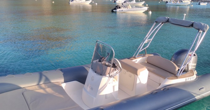 Huur een Capelli Tempest 650 luxe in L'Île-Rousse