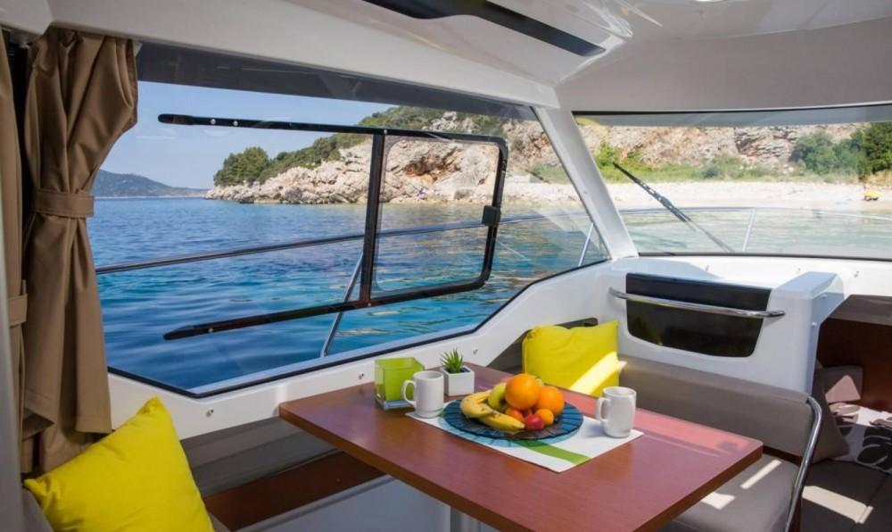 Huur Motorboot met of zonder schipper Jeanneau in Trogir