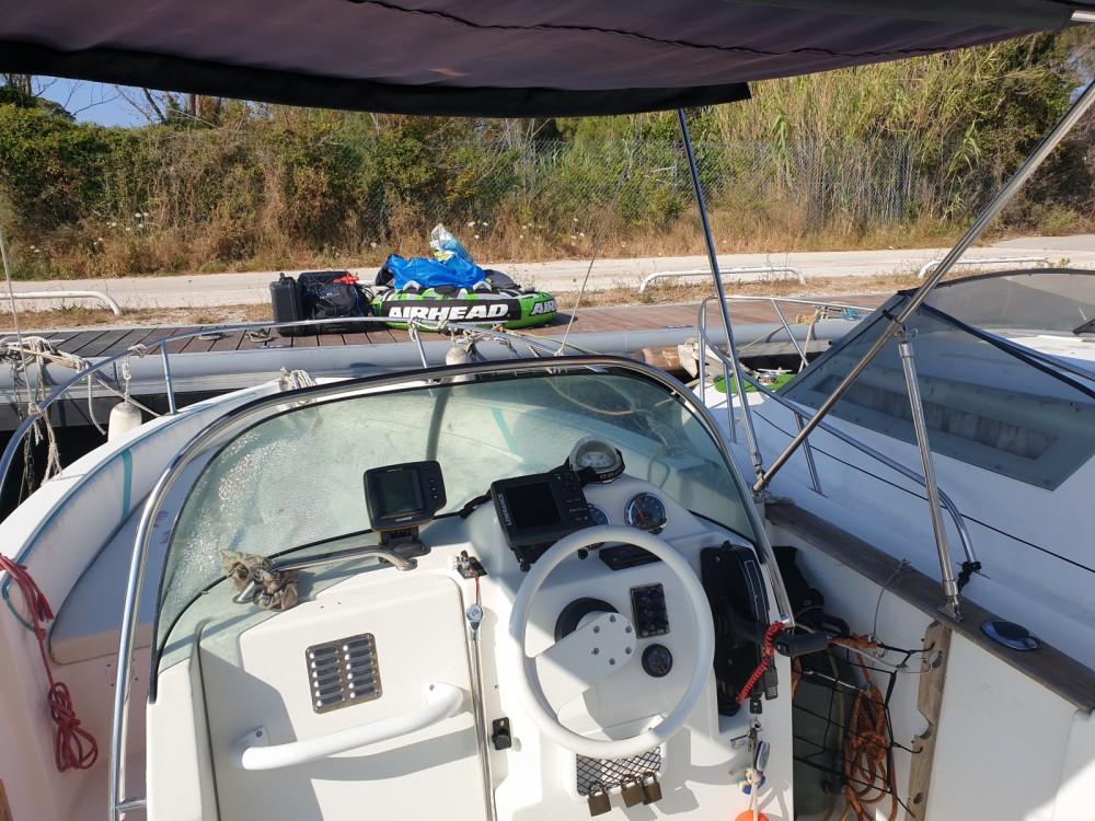 Huur Motorboot met of zonder schipper Bénéteau in Hyères