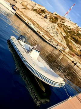Rubberboot te huur in Pointe-Rouge voor de beste prijs