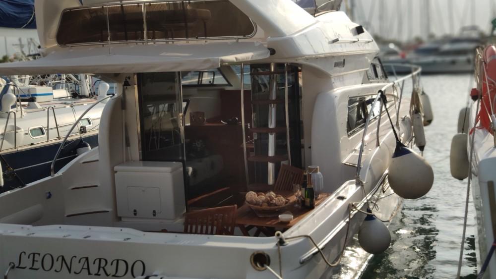 Huur Motorboot met of zonder schipper Astondoa in Torrevieja