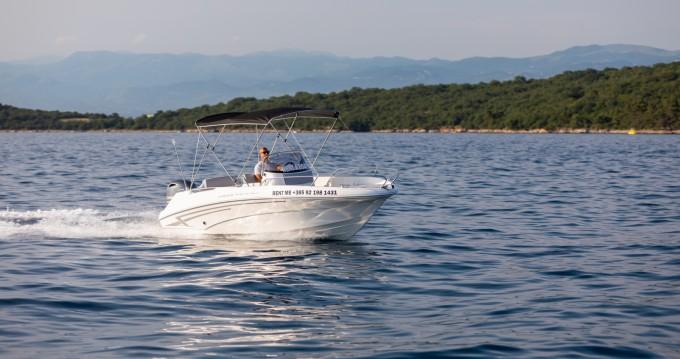 Motorboot te huur in Malinska-Dubašnica voor de beste prijs