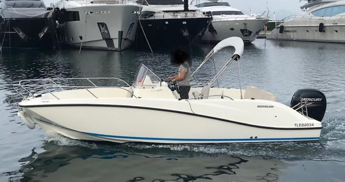 Huur een Quicksilver Activ 675 Open in Antibes