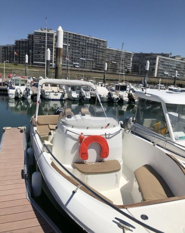 Huur een Jeanneau Cap Camarat 7.5 CC in Le Havre