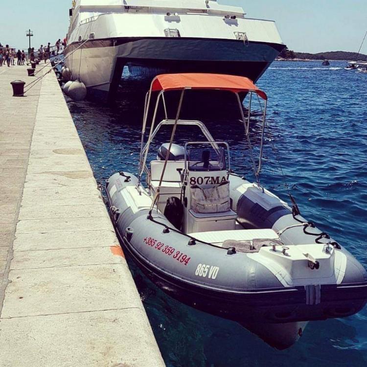 Rubberboot te huur in Omiš voor de beste prijs