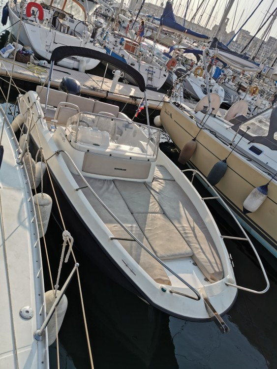 Huur een Quicksilver Activ 675 Sundeck in Marseille