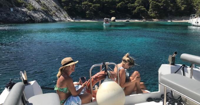 Motorboot te huur in Hvar voor de beste prijs