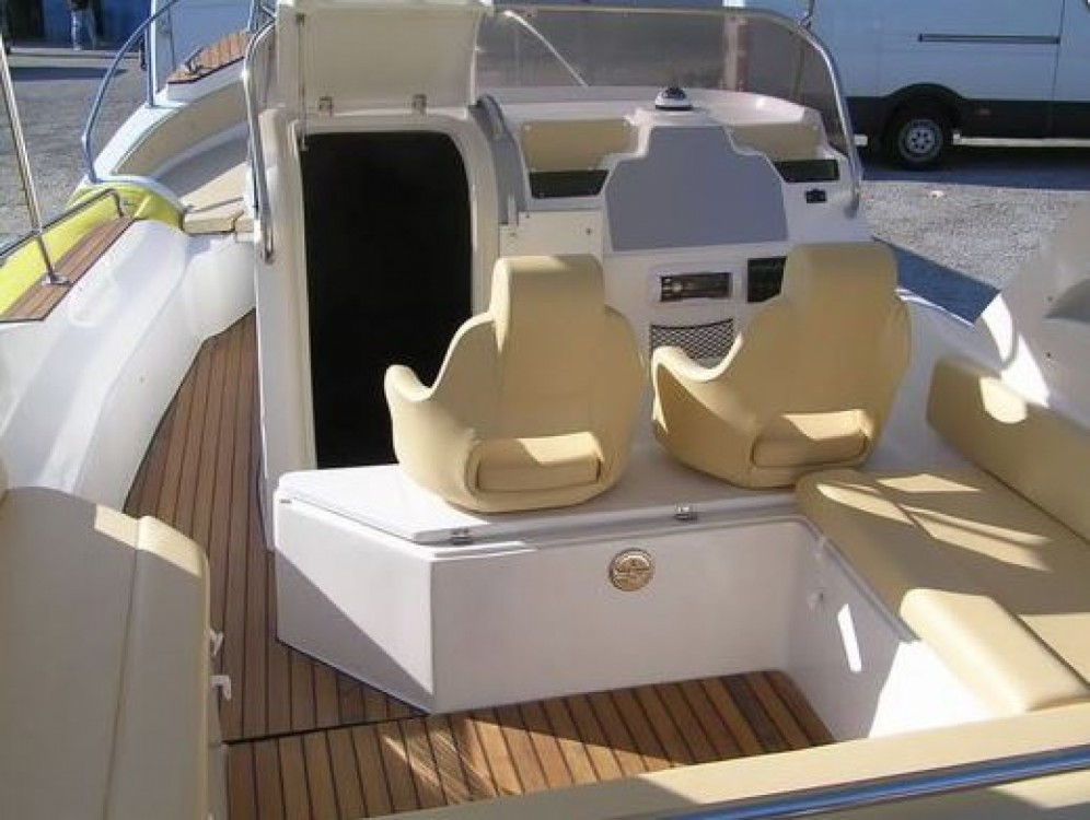Bootverhuur Aquamax B27 Offshore in Bol via SamBoat