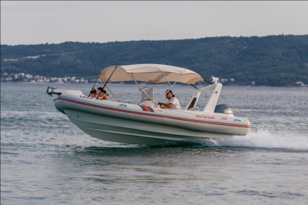 Bootverhuur Barracuda 590 in Bol via SamBoat