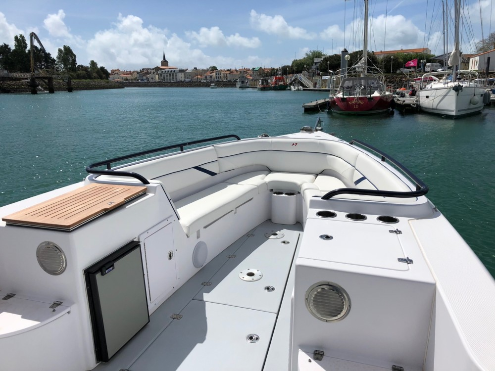 Bootverhuur DONZI 38 in Les Sables-d'Olonne via SamBoat