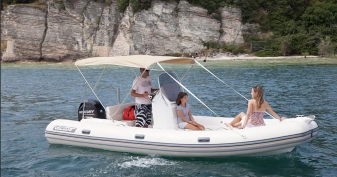 Rubberboot te huur in Six-Fours-les-Plages voor de beste prijs