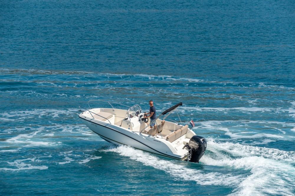 Bootverhuur Trogir goedkoop Activ 605 Open