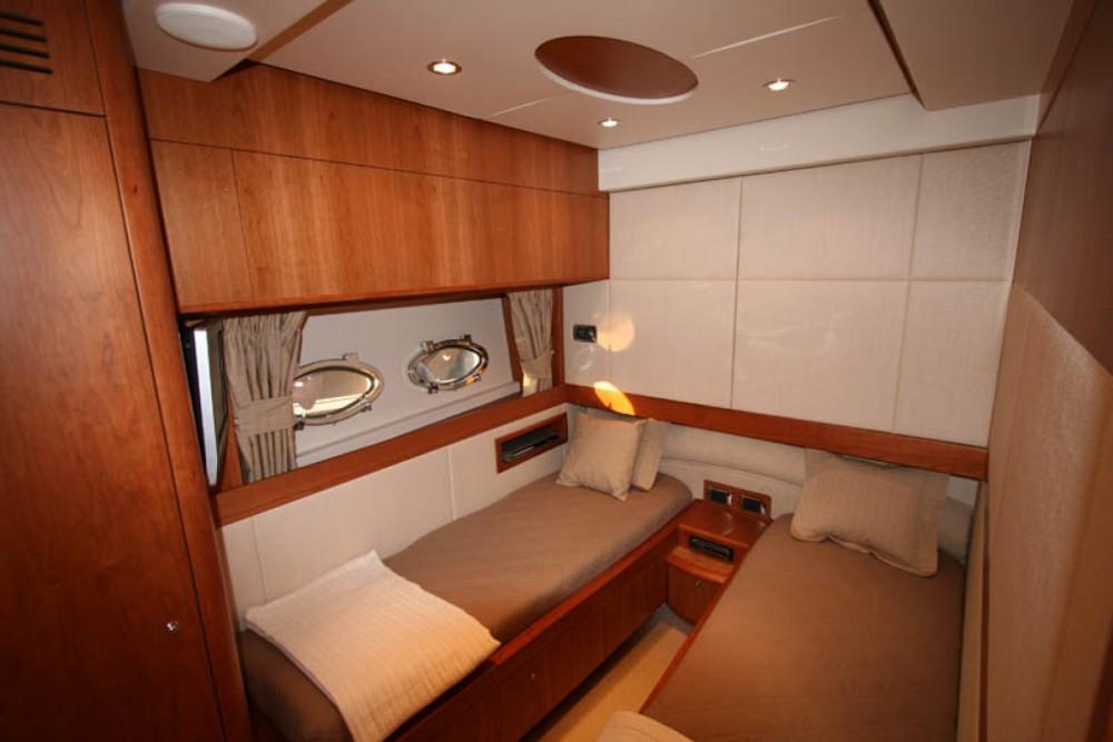 Verhuur Motorboot Aicon met vaarbewijs