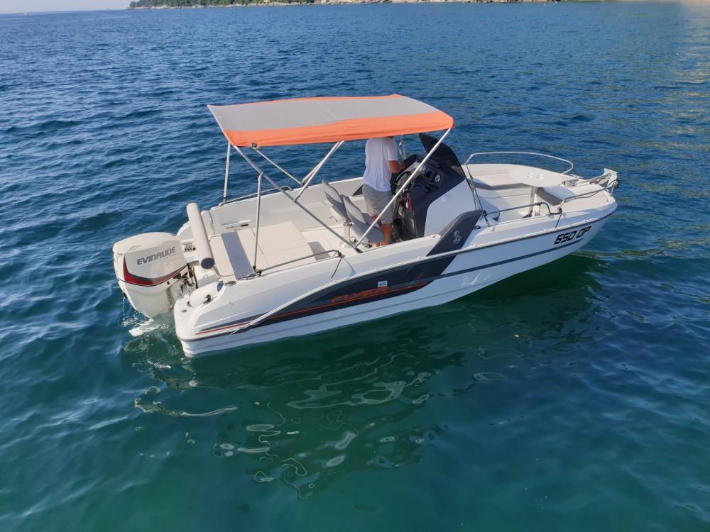 Huur Motorboot met of zonder schipper Bénéteau in Opatija