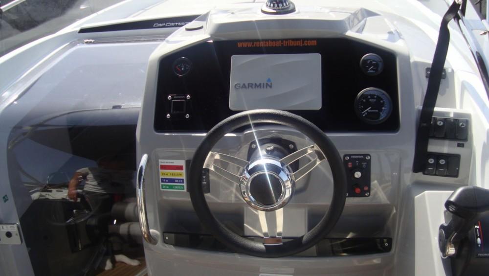 Jachthuur in Tribunj - Jeanneau Cap Camarat 7.5 WA Serie 2 via SamBoat