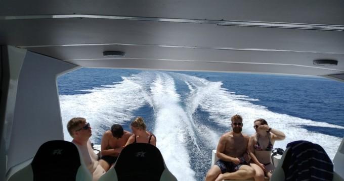 Motorboot te huur in Milna voor de beste prijs