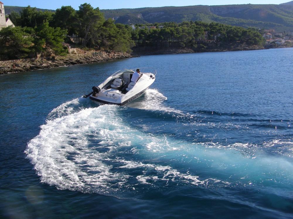 Motorboot te huur in Zlín voor de beste prijs