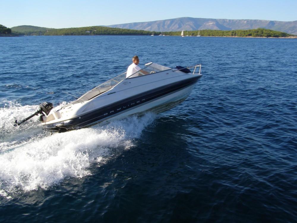 Huur Motorboot met of zonder schipper Bayliner in Zlín
