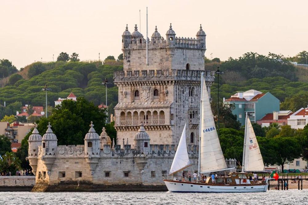 Bootverhuur G. L. Watson 55'' classic wooden yacht in Lisbon via SamBoat