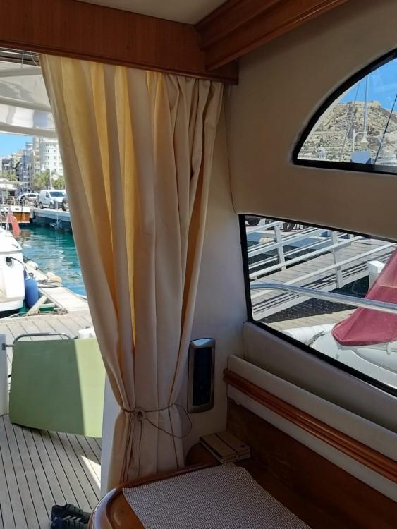 Huur een Doqueve Majestic 420 in Alicante