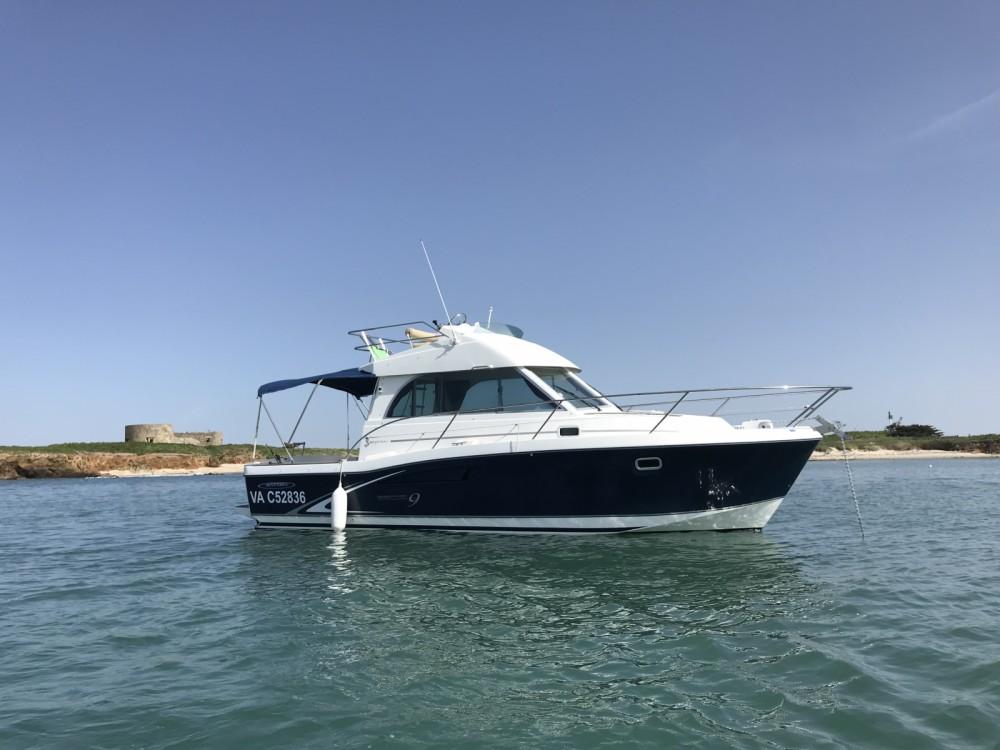 Huur Motorboot met of zonder schipper Bénéteau in Arzon