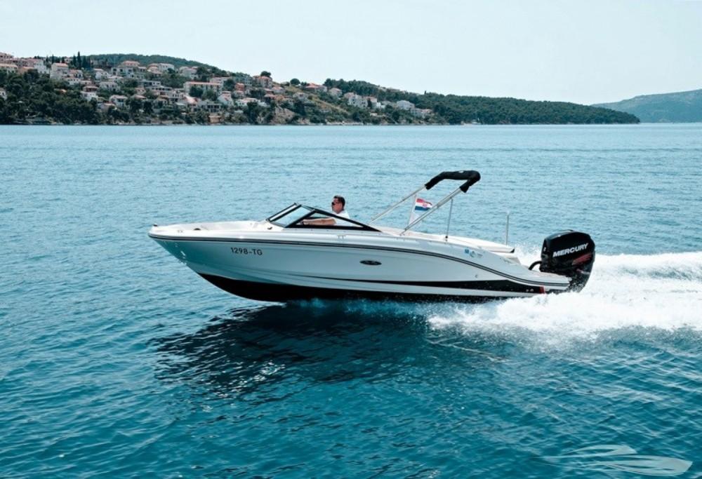 Bootverhuur Sea Ray SPX 210 OB in Trogir via SamBoat
