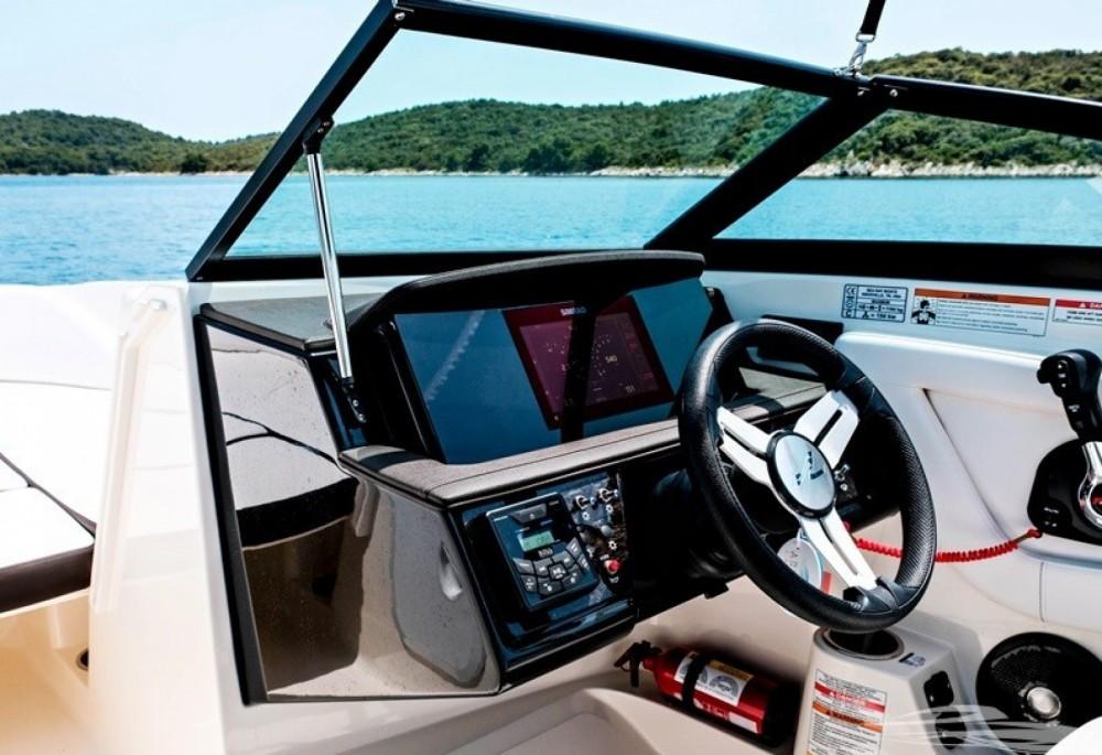 Huur een Sea Ray SPX 210 OB in Trogir