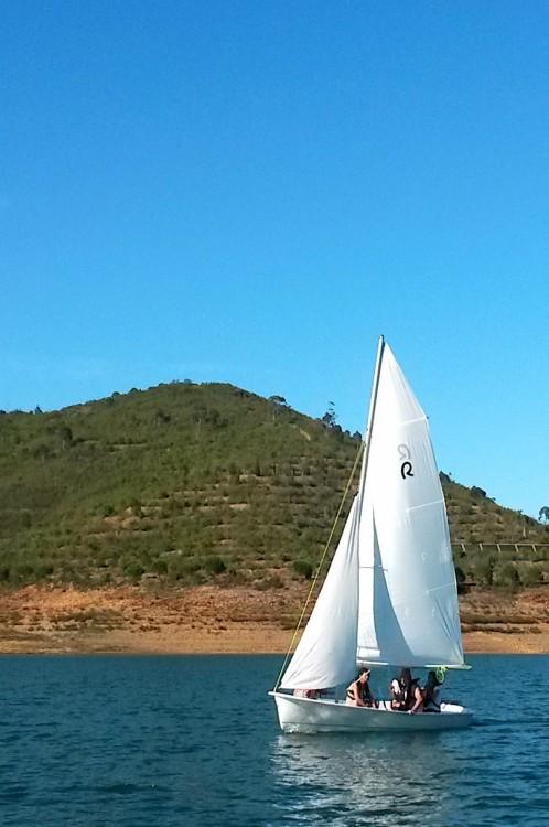 Zeilboot te huur in Santa Clara-a-Velha voor de beste prijs